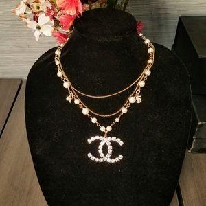 Chanel large pendant necklace gorgeous